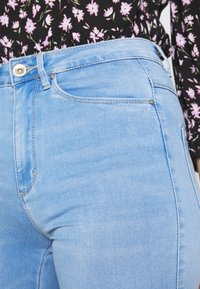 ONLY Tall - ONLROYAL - Jeansy Skinny Fit - light blue denim - 4