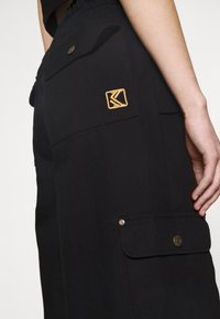 Karl Kani - RETRO BAGGY PANTS - Cargo trousers - black - 4