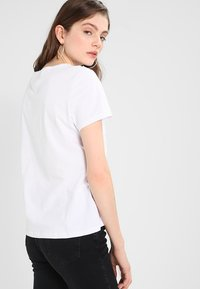 Tommy Jeans - ORIGINAL SOFT TEE - T-shirts - classic white - 3
