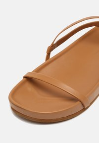 Who What Wear - ALIYAH - Sandály - camel - 7