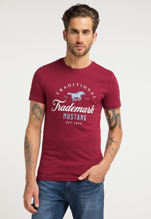 AARON  - Print T-shirt - dark red