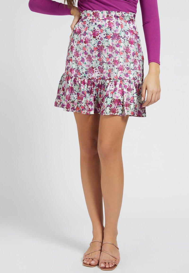 Guess - CHIKA SKIRT - Spódnica mini - mehrfarbe rose