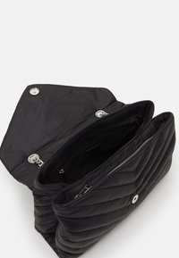 PARFOIS - CROSSBODY CHUCK L - Across body bag - black - 2