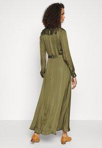 Banana Republic Tall - TRENCH MAXI DRESS - Maxi šaty - jungle olive - 2