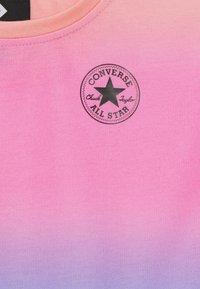 Converse - SUPER SOFT OMBRE BOXY CREW NECK - Sweatshirt - multicolor - 2