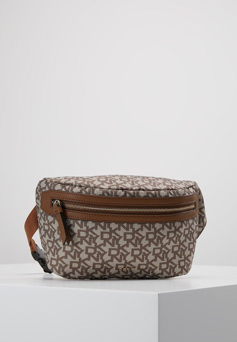 DKNY - CASEY  LOGO - Bum bag - chino logo/vicuna