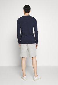 GAP - NEW ARCH LOGO - Shorts - light heather grey - 2