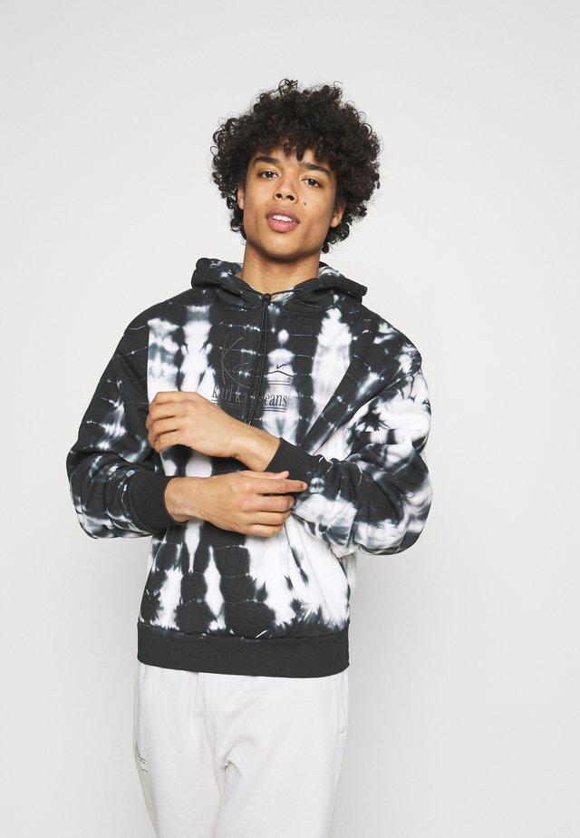 SIGNATURE TIE DYE OVERSIZE HOODIE UNISEX - Sweatshirt - white