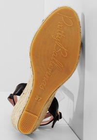 Pretty Ballerinas - Wedge sandals - black - 5