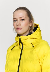 Brunotti - FIRECROWN WOMEN SNOWJACKET - Kurtka snowboardowa - sun - 4