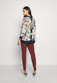 Vero Moda - VMEVA LOOSE PAPERBAG PANT - Pantalon classique - sable - 2