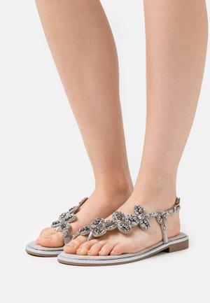 TINA - Sandály s odděleným palcem - silver
