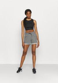 ONLY Play - ONPARETHA JAZZ  - Sports shorts - medium grey melange/dark grey - 1