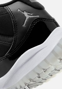Jordan - 11 RETRO UNISEX - Vysoké tenisky - black/multicolor - 6