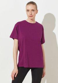 Trendyol - Print T-shirt - purple - 0