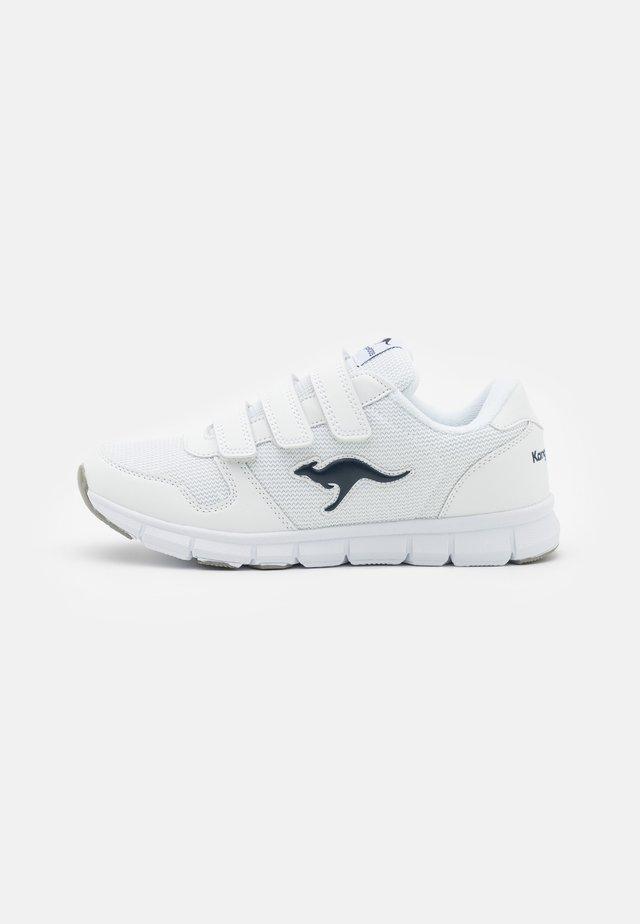 K-BLUERUN 701 - Sneakers laag - white/dark navy