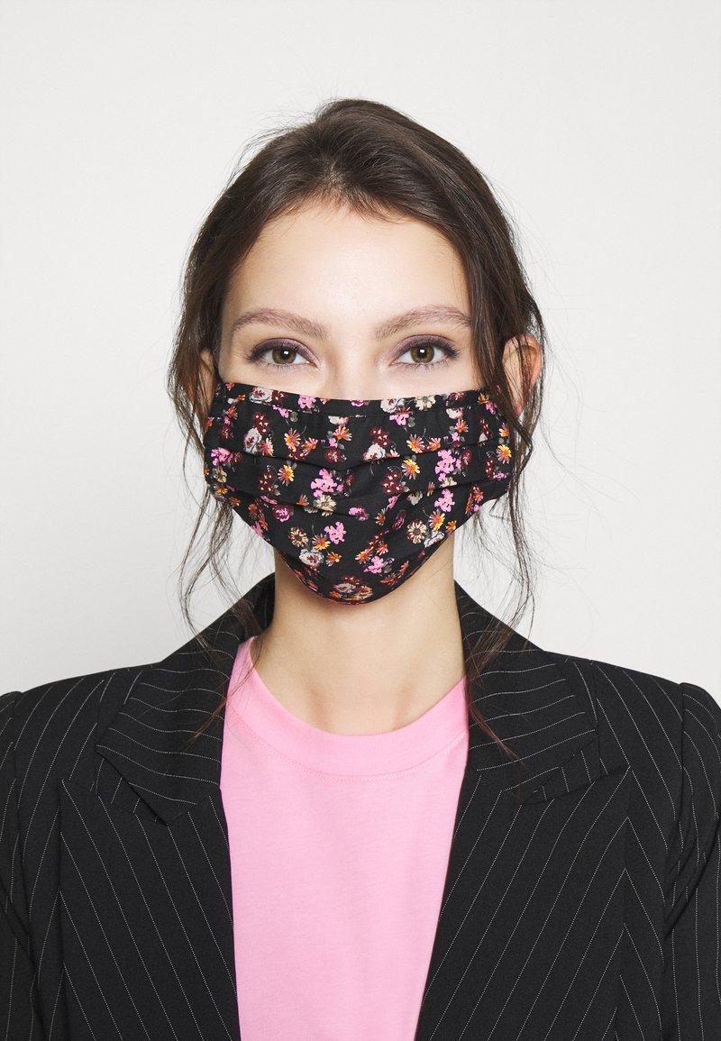 Pieces - PCCOMMUNITY MASK ADULT 2 PACK - Maschera in tessuto - black/pink