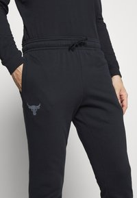 Under Armour - PROJECT ROCK PANTS - Spodnie treningowe - black - 5