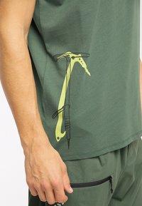 Haglöfs - Print T-shirt - fjell green - 2