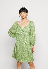 Vero Moda Petite - VMFLIRTLY SHORT DRESS PETIT - Jurk - forest shade - 0