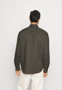 Pier One - Shirt - mottled dark green - 2