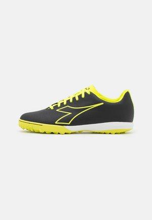 PICHICHI 4 TFR - Astro turf trainers - black/fluo yellow