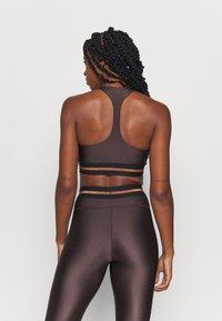 Casall - DEEP SPORTS - Medium support sports bra - powerful brown metallic - 2