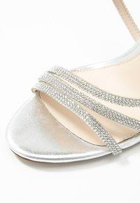 Buffalo - MAKAI - Sandály na vysokém podpatku - silver - 2