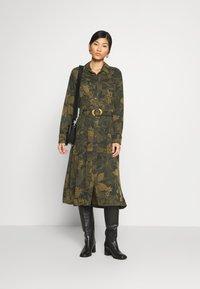 Desigual - VEST MONTSE - Robe d'été - verde militar - 0
