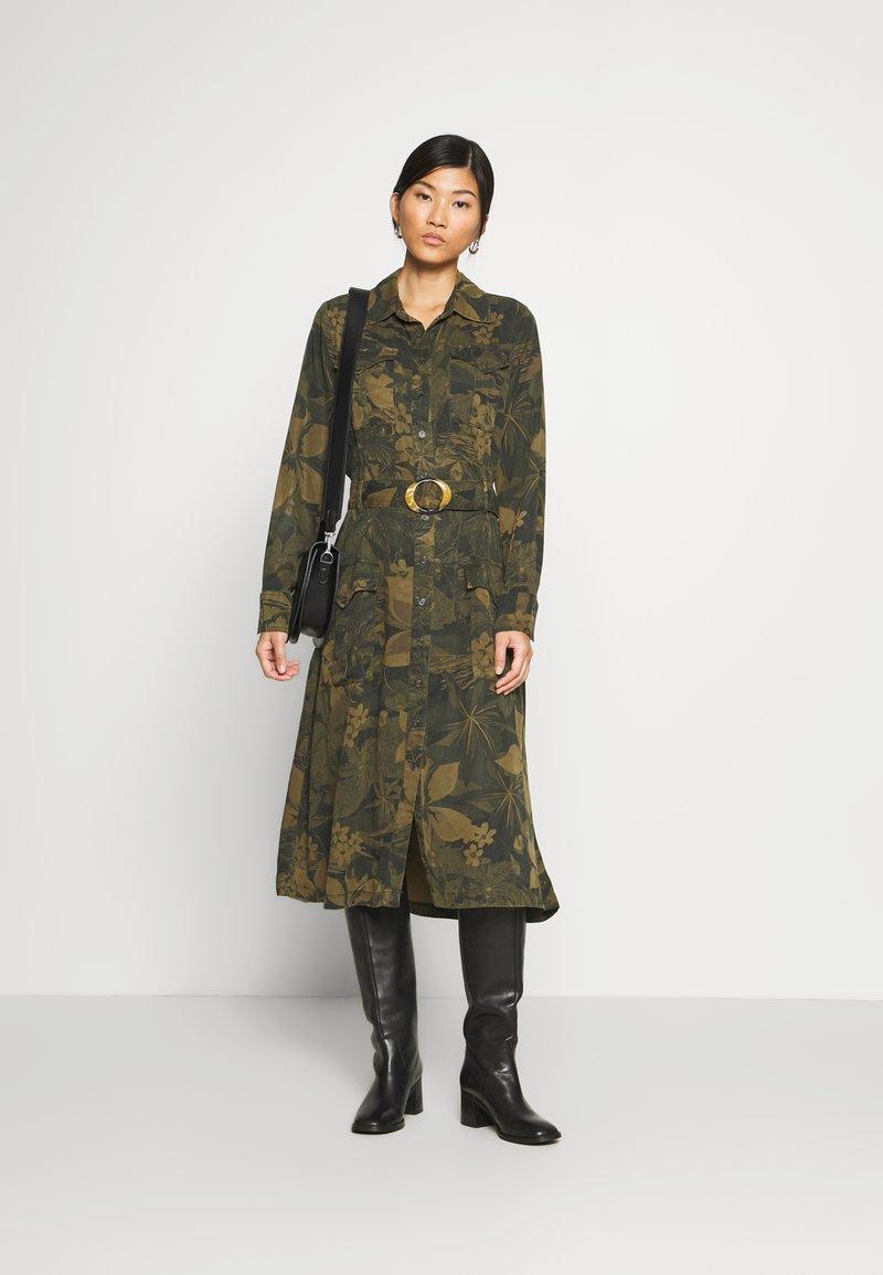 Desigual - VEST MONTSE - Robe d'été - verde militar