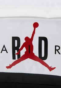 Jordan - AIR DUFFLE - Sportovní taška - white - 8