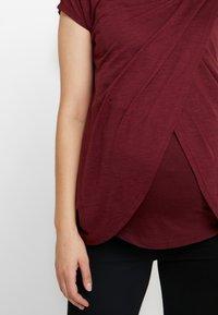 New Look Maternity - NURSING WRAP TEE 2PACK - T-shirts med print - black / burgundy - 5