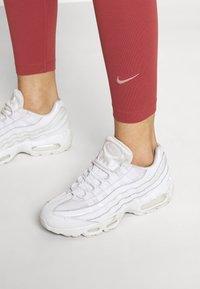 Nike Sportswear - Leggings - canyon rust - 3