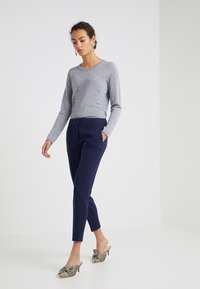 FTC Cashmere - CREW NECK - Sweter - opal grey - 1