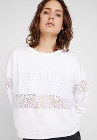 Guess - STRIPE - Sweatshirt - true white - 3