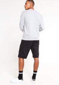 Carhartt WIP - JOHNSON MIDVALE - Shortsit - black - 2