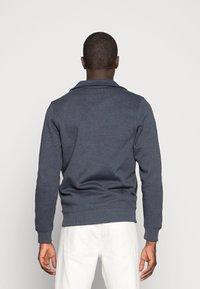 TOM TAILOR - Mikina na zip - washed navy melange/blue - 2