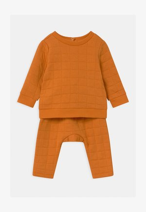 SCOUT & RORY QUILTED SET - Tracksuit - burnt squash
