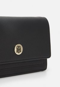 Tommy Hilfiger - HONEY CHAIN CROSSOVER - Borsa a tracolla - black - 5