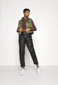 BDG Urban Outfitters - RUCHED  - Long sleeved top - choc - 1