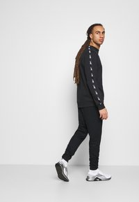 Reebok - TAPE CREW - Sweatshirt - black - 1