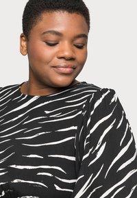 New Look Curves - SHIRRED DETAIL MIDI DRESS - Day dress - black pattern - 3