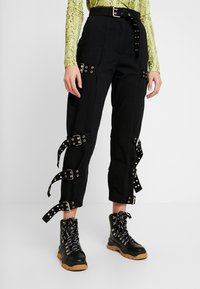 The Ragged Priest - DRILL STRAIGHT LEG TROUSER WITH BUCKLE & EYELET DETAIL - Bukse - black - 0