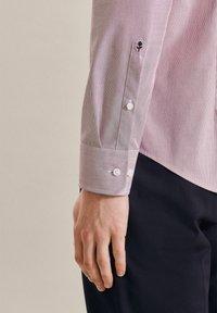 Seidensticker - BUSINESS - Formal shirt - rot - 3
