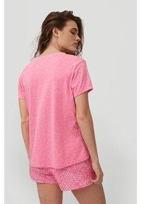 O'Neill - Basic T-shirt - rosa shocking - 1
