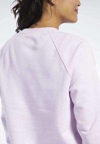 Reebok Classic - CLASSICS VECTOR CREW SWEATSHIRT - Bluza - pixel pink - 4