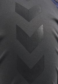 Hummel - Basic T-shirt - marine/asphalt - 4