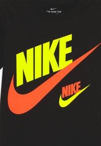 Nike Sportswear - DOUBLE FUTURA TEE - Camiseta estampada - black - 3