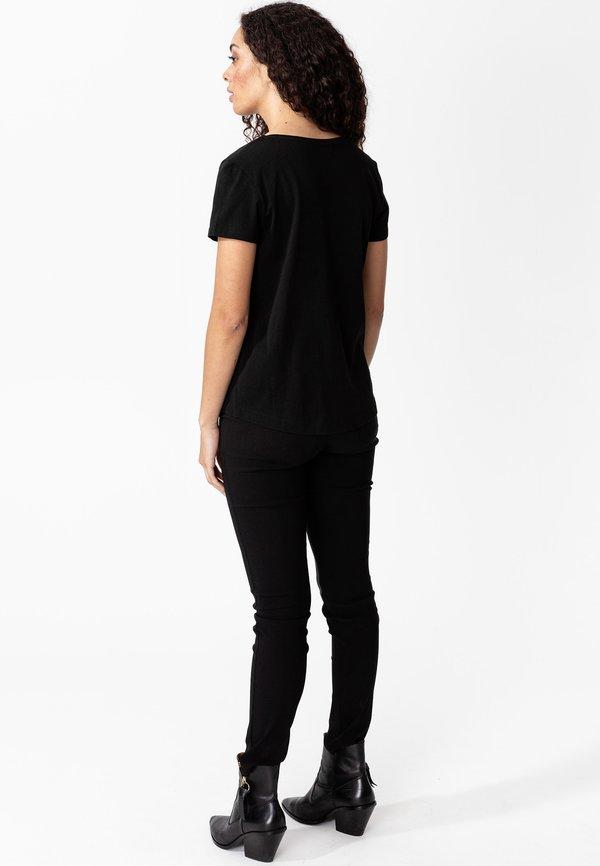 Indiska MATHILDA - T-shirt basic - black Kolor jednolity Odzież Damska YGJM HY 9