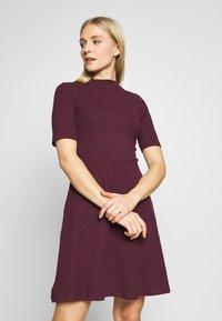Anna Field - BASIC - Žerzejové šaty - winetasting - 0